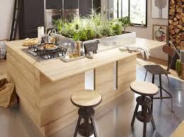 ilot de cuisine en bois ilot central cuisine bois avec plantes interieur choosewell co