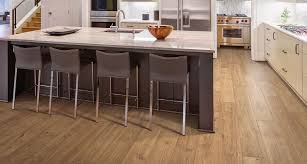 esperanza oak kitchen cabinets pergo timbercraft wetprotect brier creek oak laminate