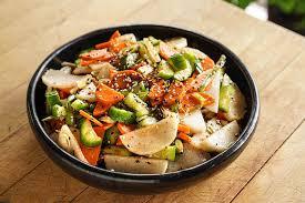 cuisiner les concombres salade de concombres carottes et daikon recette épices de cru