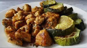 comment cuisiner les courgettes au four courgettes au four et blanc de poulet aux herbes maman cuisine