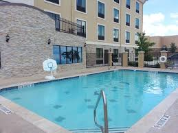 Hotels Near Fiesta Texas Six Flags San Antonio Holiday Inn Express Northwest Near Sea World San Antonio Usa