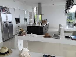 cuisine architecte elégante villa d architecte avec piscine à debordement cuisine d