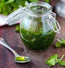 cuisine au blender ne garder que les feuilles de la coriandre et du persil et mélanger