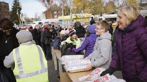 united way thanksgiving project helps 6 500 families