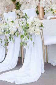 wedding chairs 8 awesome and easy ways to decorate wedding chairs