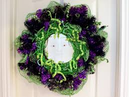 how to make a medusa halloween wreath how tos diy