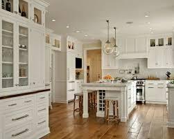 cuisines blanches idée relooking cuisine les cuisines blanches avec sol en bois