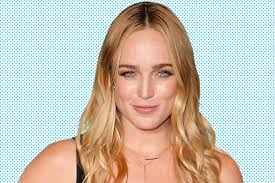 Mad Men Hairstyles For Women by Legends Of Tomorrow U0027s Caity Lotz On U0027fun U0027 Sara And Playing A