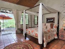 How To Decorate A Canopy Bed Amazing Canopy Beds Queen U2014 Vineyard King Bed Decorating Ideas