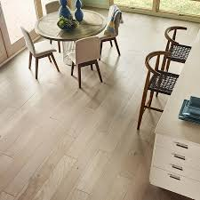 Prefinished Laminate Flooring Shop Pergo Lifestyles 7 In W Prefinished Oak Engineered Hardwood