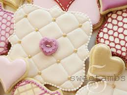how to make a tufted cookie using royal icing by sweetambssweetambs