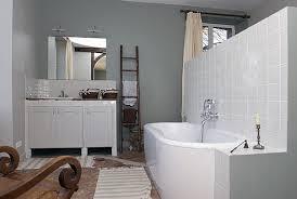 chambre salle de bain ouverte la rénovation d anciennes écuries en maison de cagne galerie