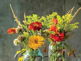 How To Make Floral Arrangements Step By Step How To Keep Flowers Fresh Southern Living