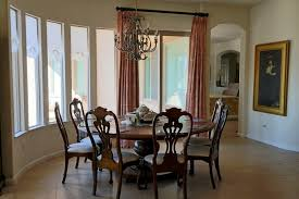 colonial dining room style with round table