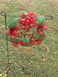 Florist Decorated Christmas Wreaths by Best 25 Cemetery Decorations Ideas On Pinterest Grave