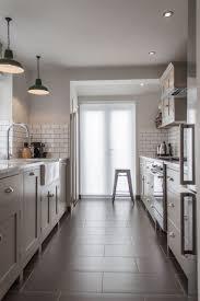 cuisine couloir comment aménager une cuisine en longueur