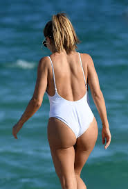 larsa pippen in swimsuit on the beach in miami 11 13 2016