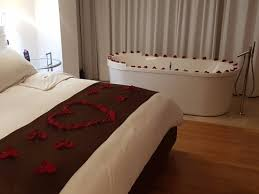 bed standalone tub picture of le parc hotel quito tripadvisor