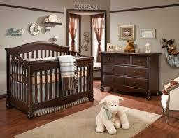mobilier chambre bébé design interieur meubles chambre bébé bois tapis lit commode deco