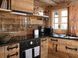 cuisine couleur miel coup de coeur du mois la magie d une cuisine en bois par visite privee