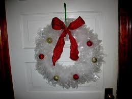 garbage bag wreaths crafts i need to try wreaths