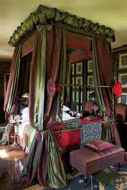 How To Decorate A Canopy Bed 25 Glamorous Canopy Beds For Romantic And Modern Bedroom Decorating