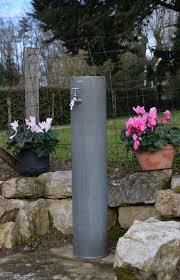 fontaine murale en zinc borne d arrosage zinc vieilli hibiscus