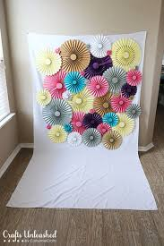 diy photo backdrop diy backdrop rosette photo backdrop crafts unleashed