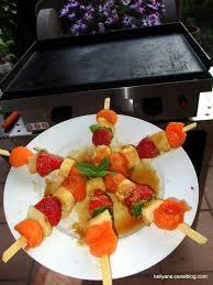 cuisiner à la plancha gaz vidéo brochettes de fruits caramélisés cuisson à la plancha à gaz