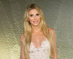 brandi glanville hair brandi glanville accuses lisa rinna of wearing a wig on real