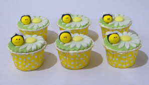 bumble bee cupcakes bearylicious cakes bumblebee sunflower cupcakes