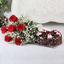 black roses delivery cakes delivery shop bokaro black forest with a bunch roses