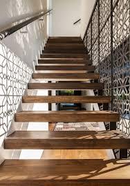 treppen holzstufen moderne treppe holzstufen metall konstruktion muster 17 25