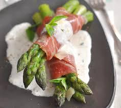 cuisiner le basilic asperges vertes au jambon de pays et crème basilic recette