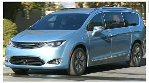 chrysler minivan chrysler u0027s new minivan has a built in vacuum cleaner video