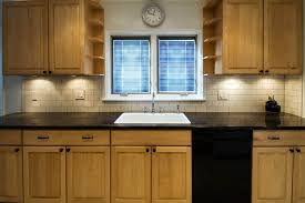 what paint colors look best with maple cabinets what color countertops goes with maple cabinets home decor