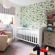 préparer la chambre de bébé papier peint pour la chambre de bébé blogdéco com