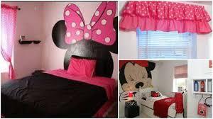 chambre minnie 15 idées pour décorer une chambre d enfant sous le thème minnie