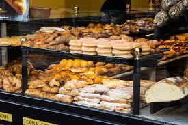 t駘騅iseur pour cuisine viseur d une boulangerie et d une boutique de pâtisserie dans l
