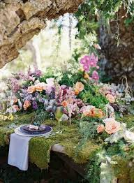 dã coration table de mariage moss covered table with stunning floral arrangements gorgeous