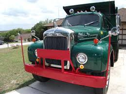 mack dump truck in for a classy cheap 1960 mack b61 dump truck autoevolution
