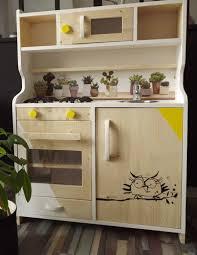 jouets cuisine une cuisine en bois jouet adoré des enfants à chaque génération