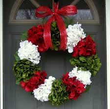 make your own wreath with white and green