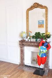 decoration maison bourgeoise typique de l u0027appartement haussmannien la cheminée en marbre et le