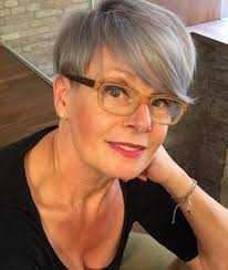 90 classy and simple short hairstyles for women over 50 long