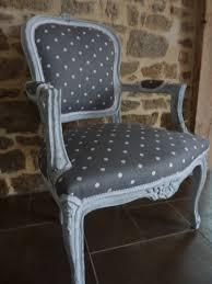 comment retapisser un canapé peinture effet craquelé et patine tissus gris pois blanc comment