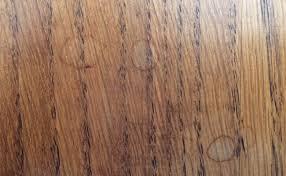 comment enlever des aur oles sur un canap en tissu des taches d eau sur du bois nos trucs et astuces