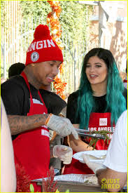feeding the homeless on thanksgiving kylie jenner u0026 tyga volunteer to feed the homeless before