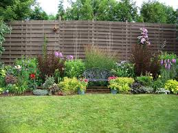 tips on build small backyard landscaping ideas inexpensive fencing