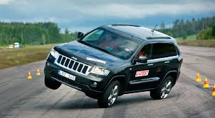 old jeep grand cherokee this is how the new jeep grand cherokee 2014 handles the moose